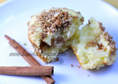 Apple Streusel Cinnamon Cupcakes