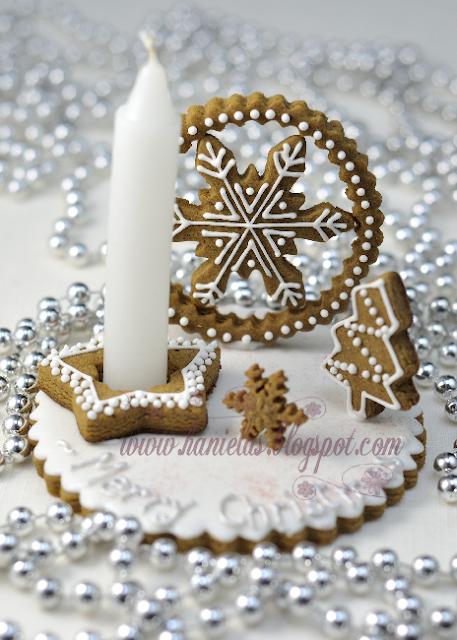Snowflake Gingerbread Centerpiece