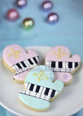 Piano Winter Mitten Cookies