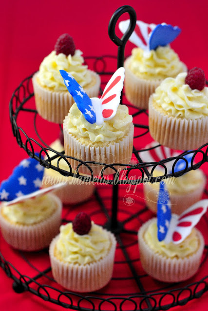 Almond Mascarpone Cupcakes with Raspberries