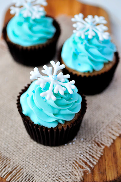 Piped White Chocolate Snowflakes