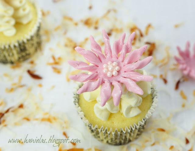 ~Creamy Coconut Cupcakes~