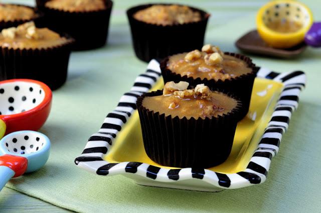 Apple Caramel Cupcakes & Coton Colors Giveaway
