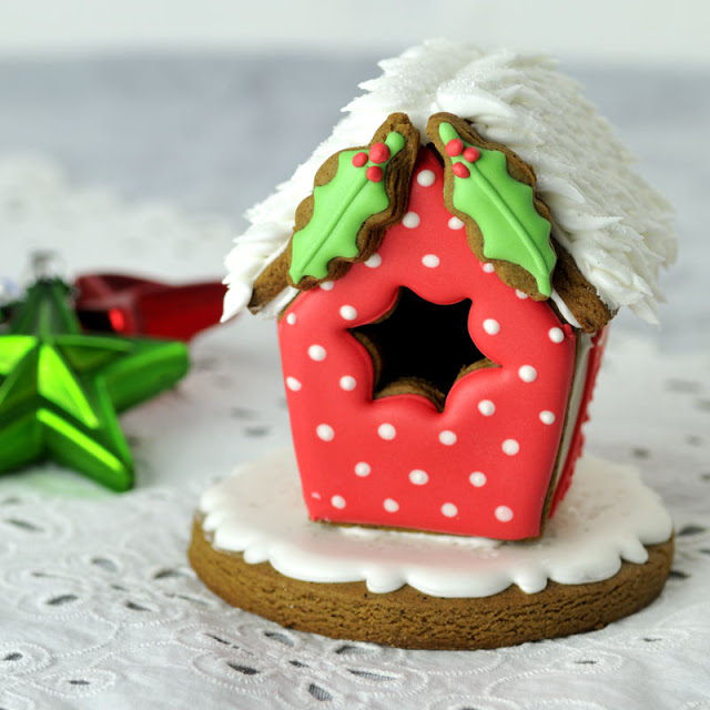 Snowy Gingerbread  Roof Tutorial