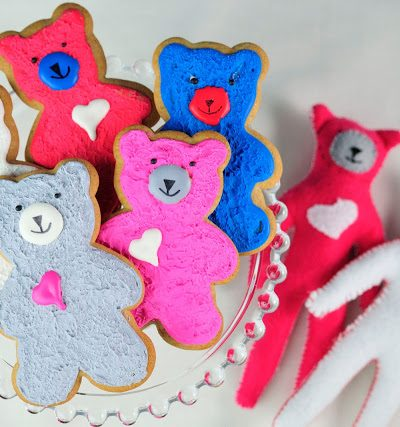 Bear Cookies, How to create a textured finish on cookies