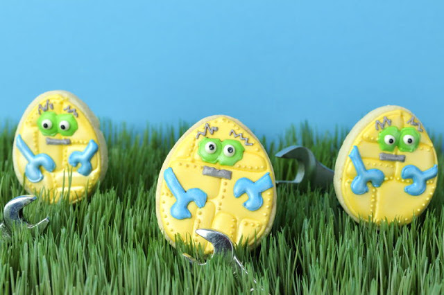 """How I Took """" I, Robot Easter Egg Cookie"""" Picture"""