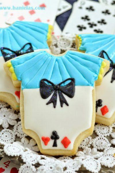 Alice in Wonderland Onesie Cookies, Piping Bows On Cookies Tutorial