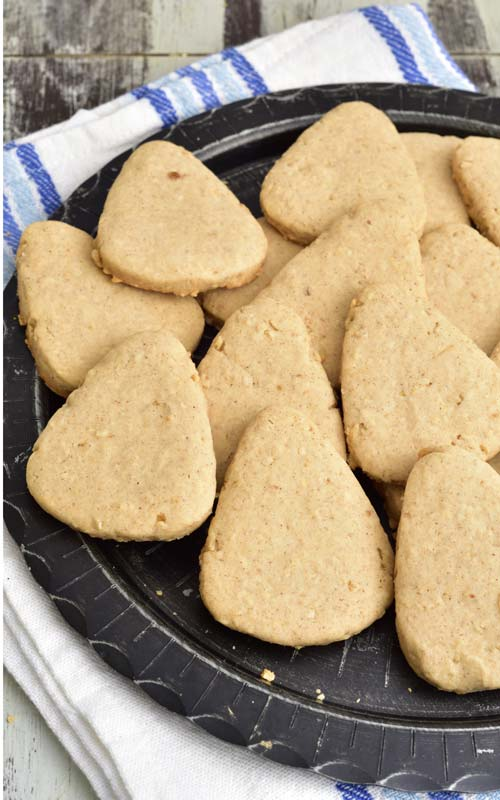 Cut out oatmeal sugar cookies.