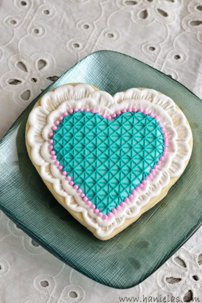Brushed Embroidery Lace Heart Cookies