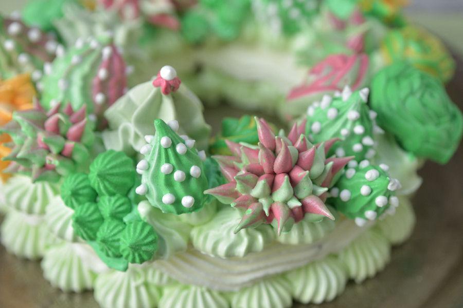 Succulent Meringue Wreath Cake Haniela S Recipes Cookie Cake