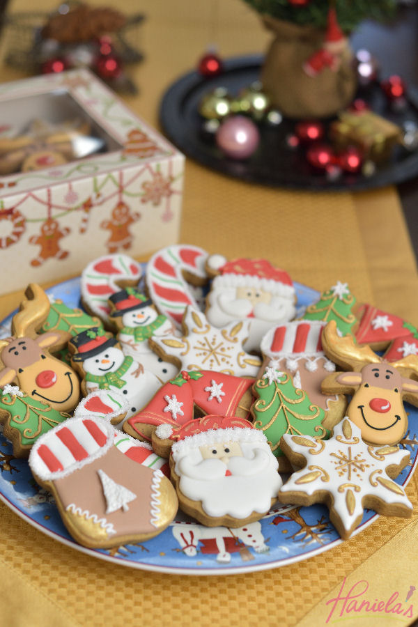 after thanksgiving i shift my attention to all things christmas from decking the halls making my gingerbread decorations getting few gifts baking treats