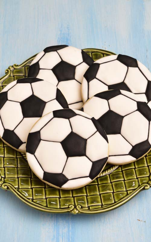 how to decorate soccer ball cookies
