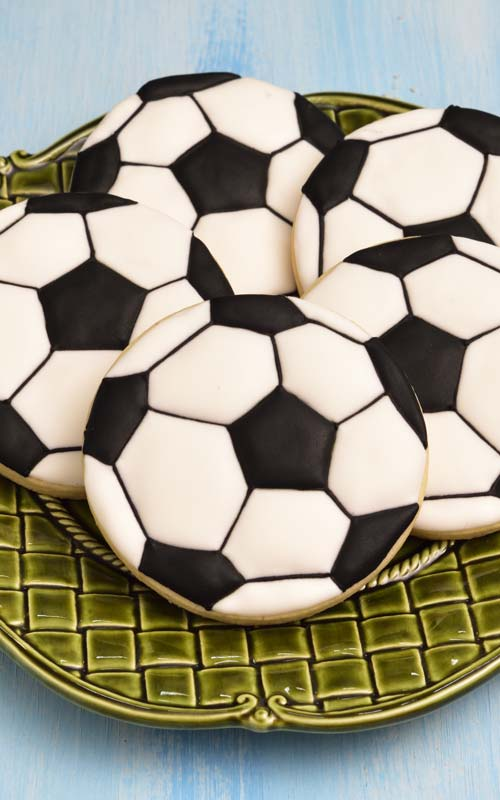 how to decorated soccer ball cookies