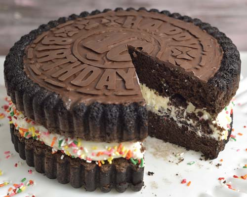 cut oreo cream cheese cake with sprinkles
