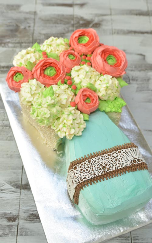 buttercream mason jar cake with buttercream flowers