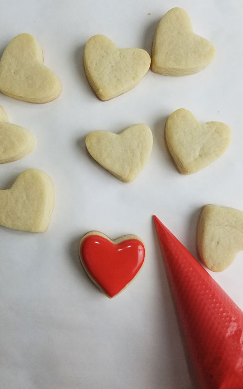 heart cookie decorated with 15 second royal icing consistency