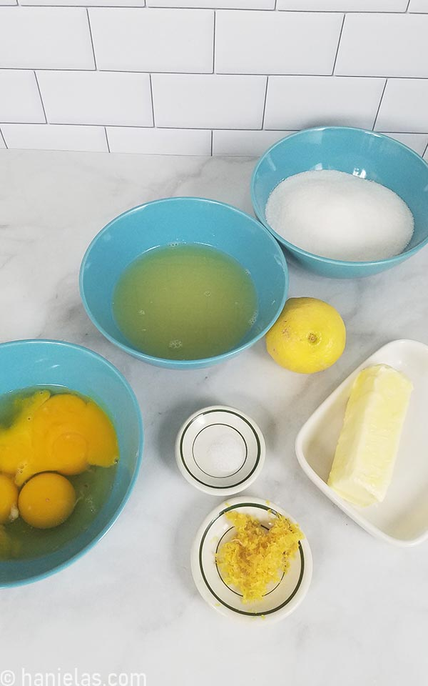 Ingredients for curd on a kitchen counter.