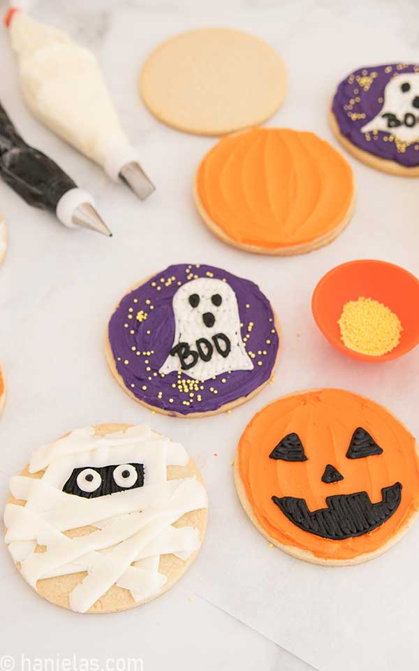 Mummy, Jack o lantern and ghost round cookie decorated for Halloween.
